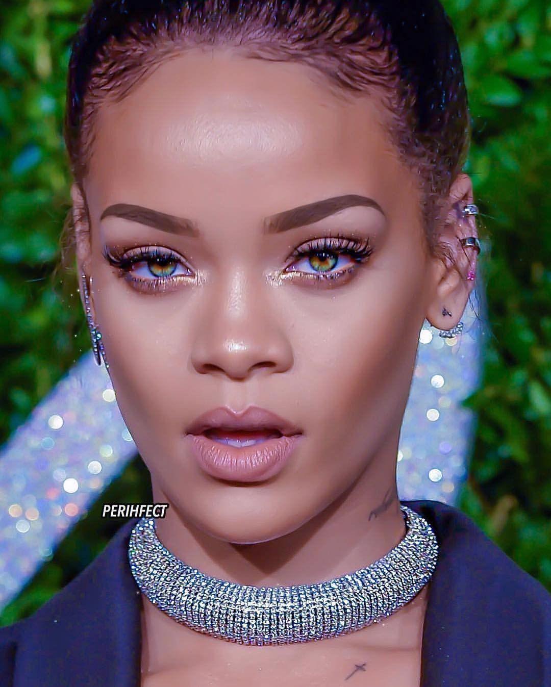 Pin By N A On Rihanna Life Goals In 2020 Rihanna Makeup Rihanna Gorgeous Makeup