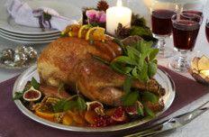 Kalkun, godt nytt år!!..  Husk: under steking, legg et fuktig håndkle over brystet med smør i...ta av siste 15 min.. mmmm