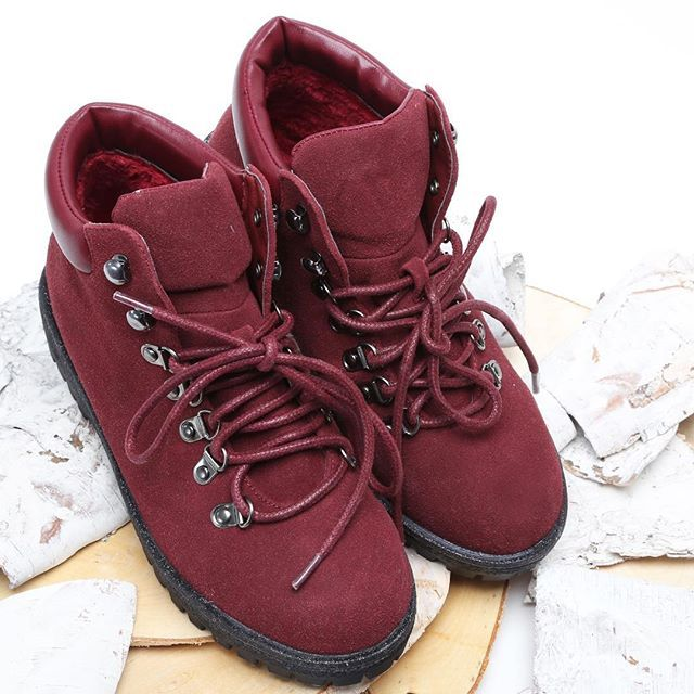 This Kind Of Bordo Makes Me Want Autumn Vices Newcollection Coming Bordo Shoes Autumn Footwear Musth Boots Hiking Boots Danner Mountain Light Boot