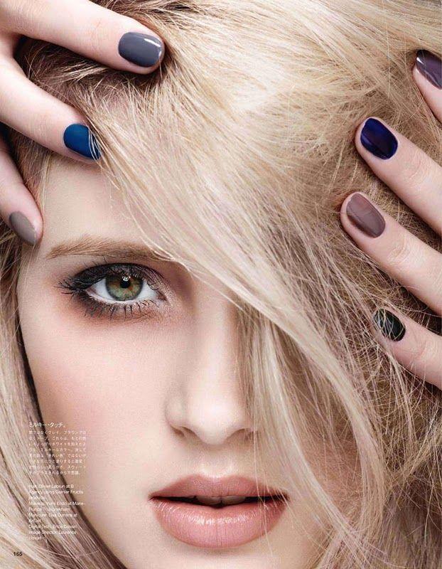 Esmaltes: Denim, gris azulado y maquillaje ceniza. Resultado: Acierto.