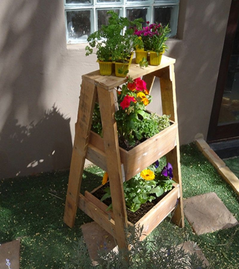 diy plant stand using reclaimed wood pallet