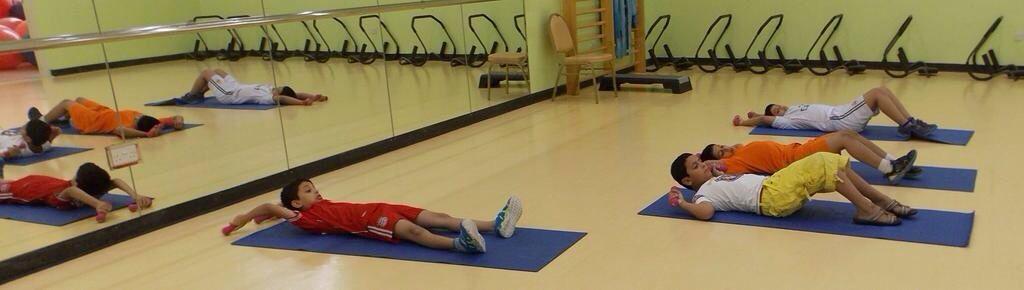 تمارين في اللياقة البدنية لأطفال برنامج صيفي مراكز الأطفال الشارقة رياضة Toddler Bed Decor Home Decor