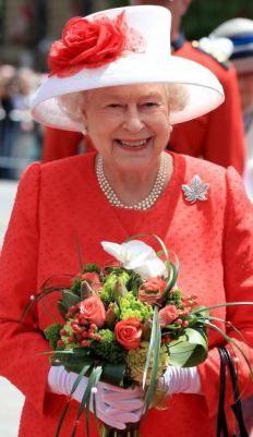 Hat Cousins: Queen Elizabeth and the Mushroom Brim Hats of Angela Kelly #queenshats