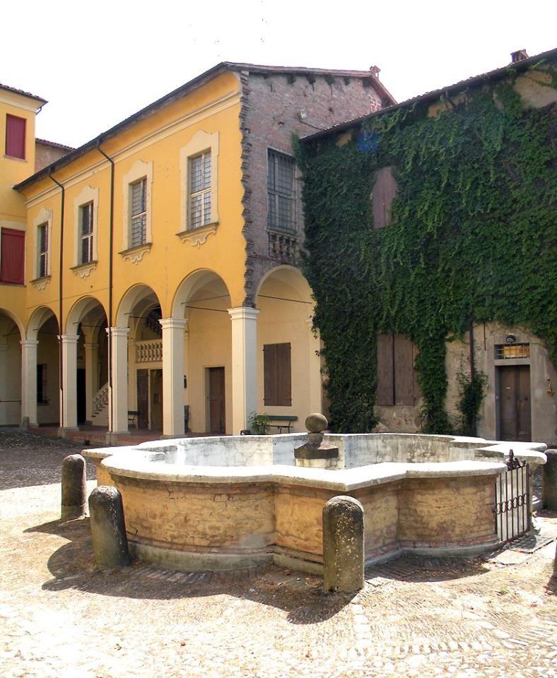 Il cortile di Palazzo Tozzoni