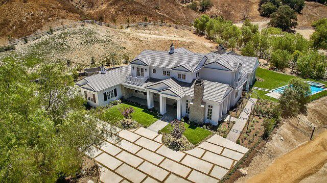 Pin By Rebecca Luuken On Houses Kylie Jenner House Jenner House