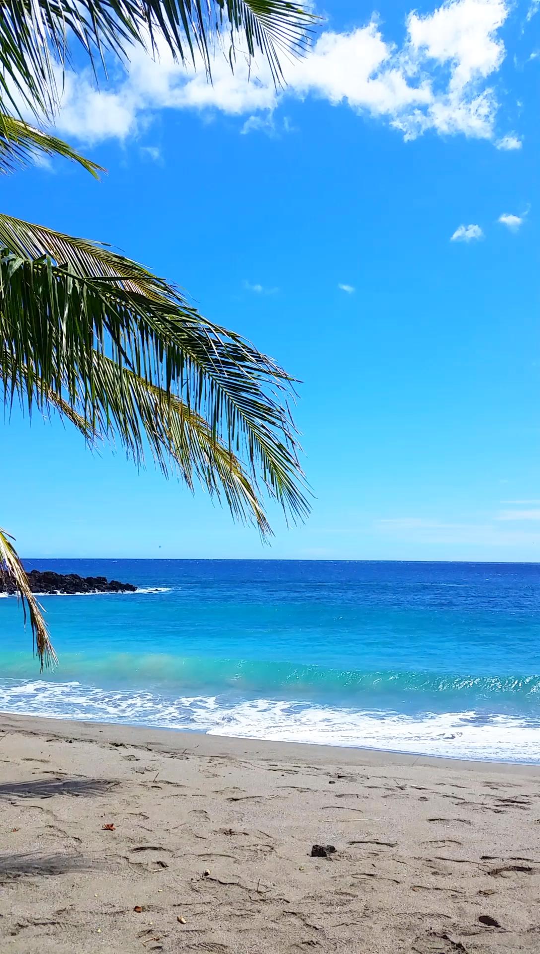 Travel Hawaii travel ideas. pohue bay beach hike. Outdoor beach travel tips. beautiful places for world bucket list, wanderlust inspiration, tropical islands. #flashpackingamerica