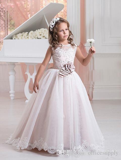 babf217c73 Nuevos vestidos de niña de encaje para bodas Apliques niños desfile de los  vestidos de tul con cuentas Partido comunión de honor con Faja