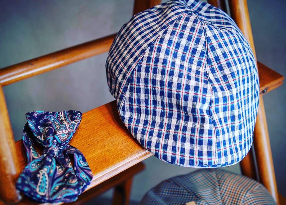 Rinaldelli Modisteria non solo cappelli e accessori da Donna! Per il cambio di stagione vi suggerisco questo Berretto da Uomo in cotone fantasia con piccoli quadretti blue e bianchi & Papillon in seta disegni cashmere.  #cappello #cappelli #hat #instalike #instafun #instalife #fashion #womenfashion #madeinitaly #livorno #moda #modadonna #fascinator #artigianato #modisteria #fashionphoto #accessori #stile #style #l4l  #bellezza #manfashion #manswear #papillon #dandy #style #vintage #like4like