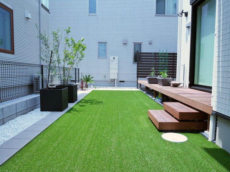 人工芝 ウッドデッキ 庭デザイン パティオ 庭 テラスのデザイン