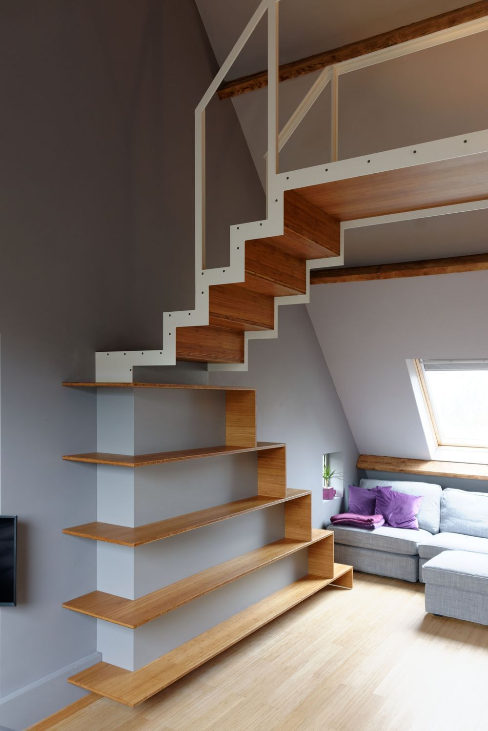 Space Efficient Stairs.