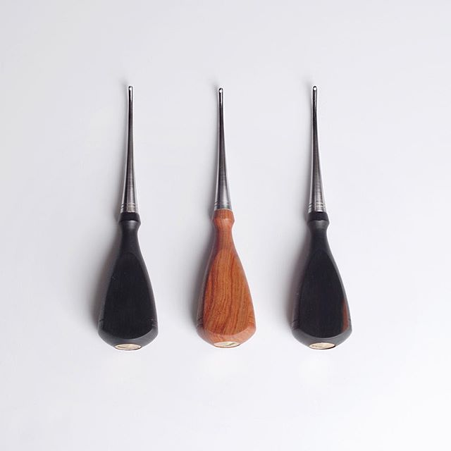 Groove.  #leathercraft #leathercrafttools #workingtools #craft #crafttools #tools #handmade #handmadetools #toolmaking #toolmaker #work #돌도끼 #doldokki #핸드메이드 #작업 #도구 #가죽공예 #가죽공예도구 #공예