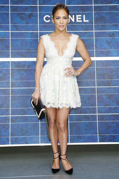 Outfit vestido blanco corto encaje