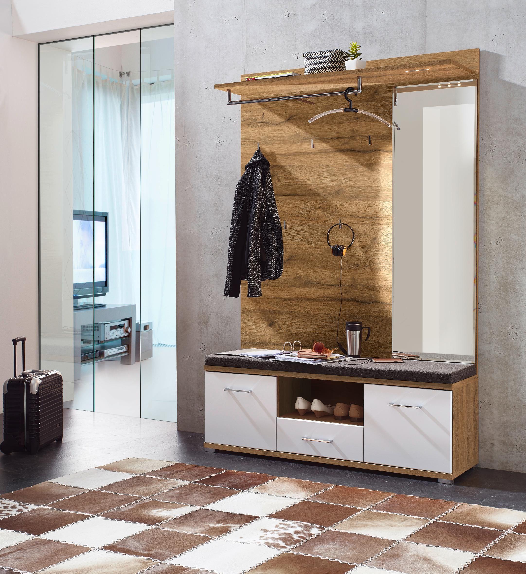 Garderobe von XORA Dressing room design, Dressing table