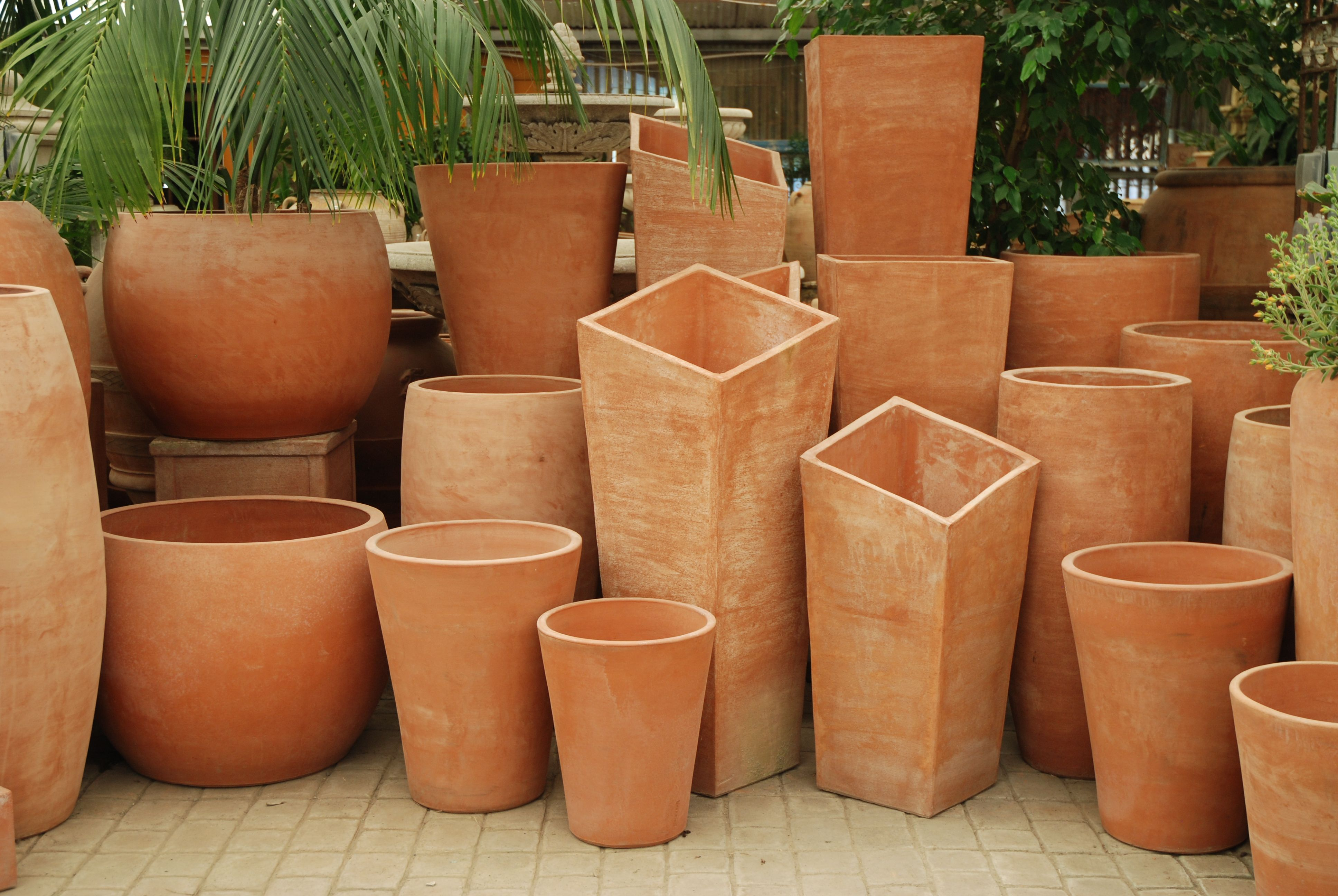 Here Is A Collection Of Our Italian Contemporary Terracotta These Modern Pieces Of Pottey Come In A Variety Large Terracotta Pots Flower Pots Backyard Flowers