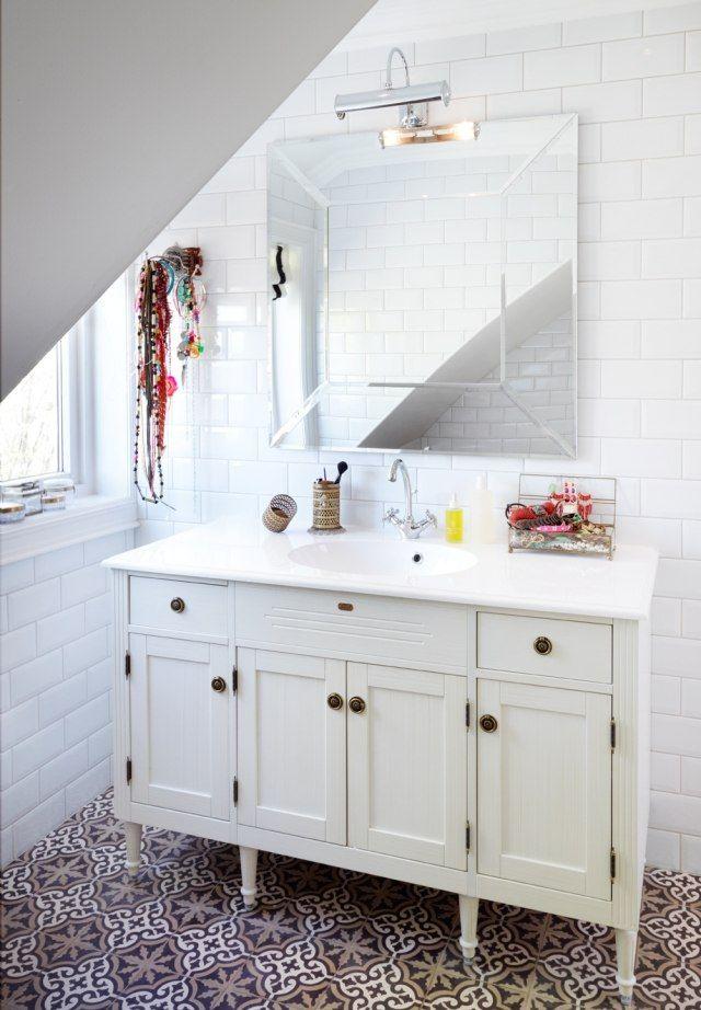 Badezimmer gestalten skandinavisch waschtisch schrank bodenfliesen marokko muster