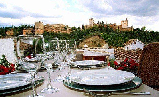 Un Restaurante De Granada Elegido Entre Los 10 Mas Romanticos Del Mundo On The Road Restaurantes Restaurantes Elegantes Granada