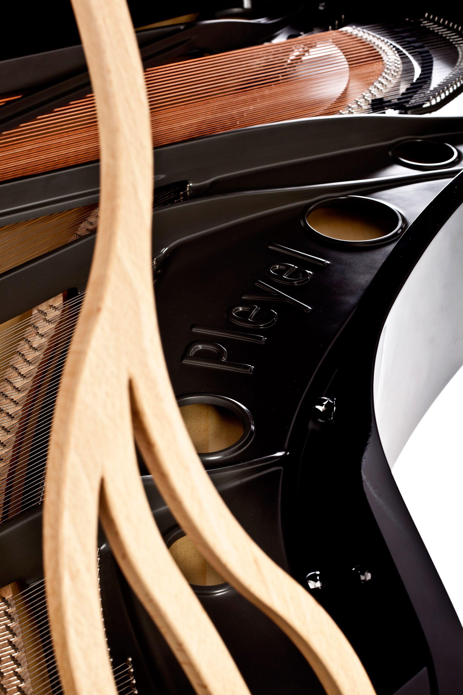 Vue Interieure Du Piano Pleyel Lirico Noir Brillant Et Bois Naturel Design By Michele De Lucchi Design Piano Beautiful