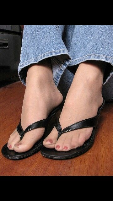 Pantyhose and sandals free pics