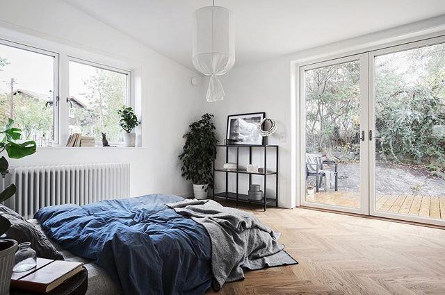 Got to love the floor Photo @kronfoto Styling @scandinavianhomes #grått #hemnet #finahem #scandinavianhomes #inredningsinspiration #bobedre #designklassiker #nordiskahem #plazainteriör #danskdesign #nordicinterior #marmor #mässing #inredningstips #nordiskinspirasjon #interior #inredning #svartochvitt #residencemagazine #elledecorationse #skandinaviskehjem #blocketbostad #metromodehome #skandinaviskehjem #kronfoto