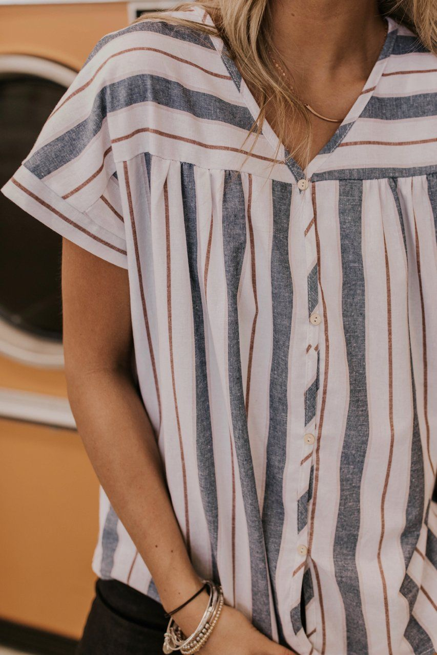 stripe top outfit ideas for women. cute and comfy outfit