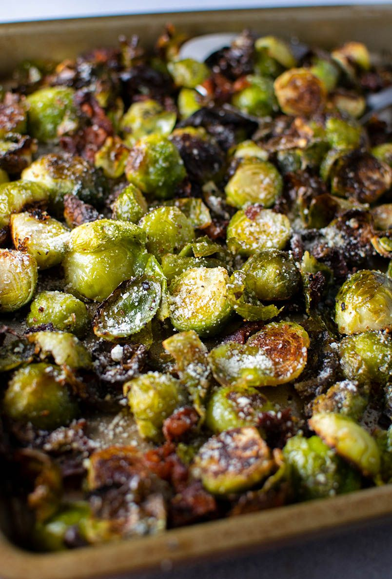The best way to cook brussel sprouts. Delicious and easy roasted brussel sprouts with bacon. Brusse