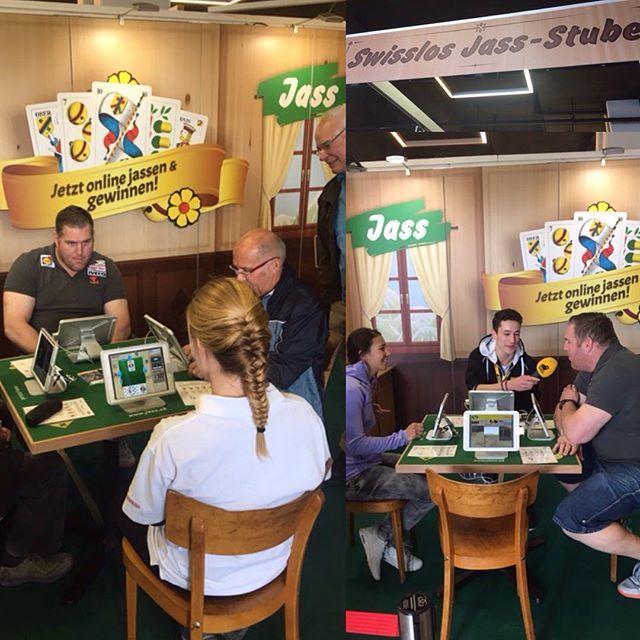. Für unseren Kunden Swisslos sind wir heute mit Wendy Holdener und Christian Stucki in der Jass-Stube an der BEA. . #swisslos #jassen #jass_ch . .