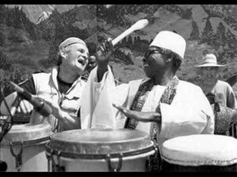 Legendary Nigerian drumming pioneer Babatunde Olatunji - Baba Jinde (Flirtation Dance)