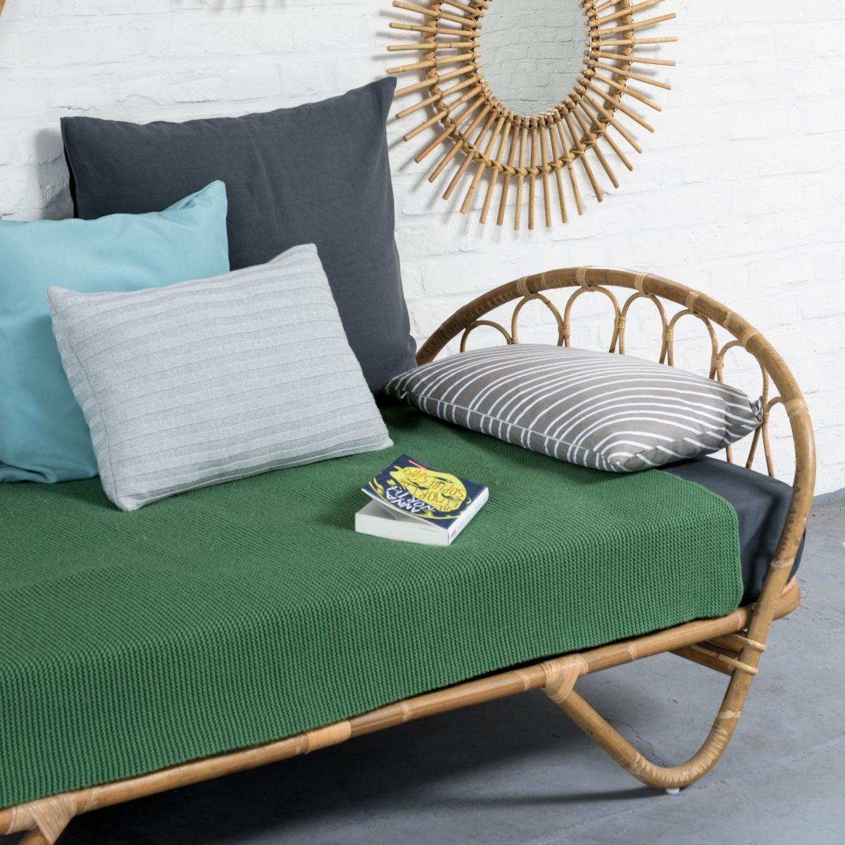 les 25 meilleures id es de la cat gorie lit une personne sur pinterest lit pour une personne. Black Bedroom Furniture Sets. Home Design Ideas