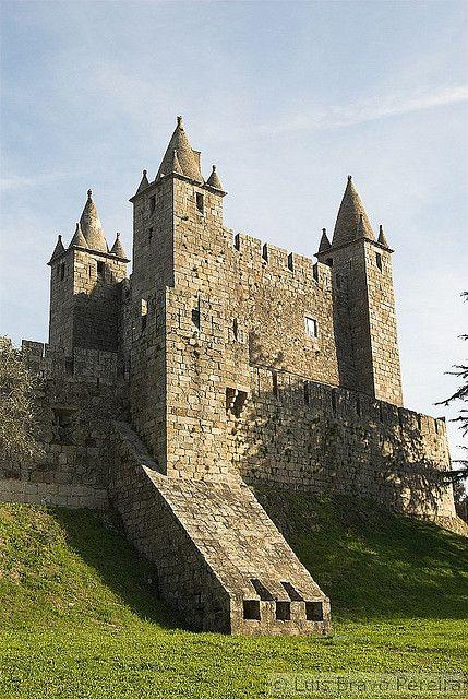 Castelo De Santa Maria Da Feira European Castles Medieval Castle Castle House