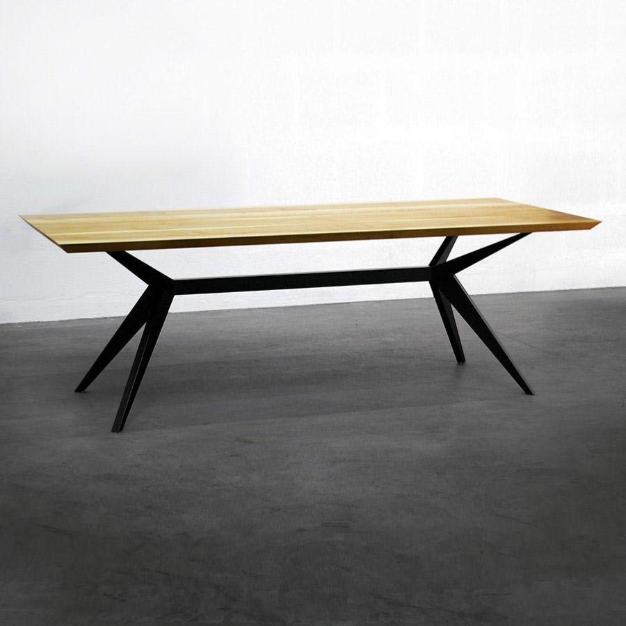 Plateau En Frene Massif L Epaisseur Du Plateau De 4 Cm Et Les Bords Biseautes Accentuent Le Style De La Design De Table Table A Repasser Table Bois Pied Metal
