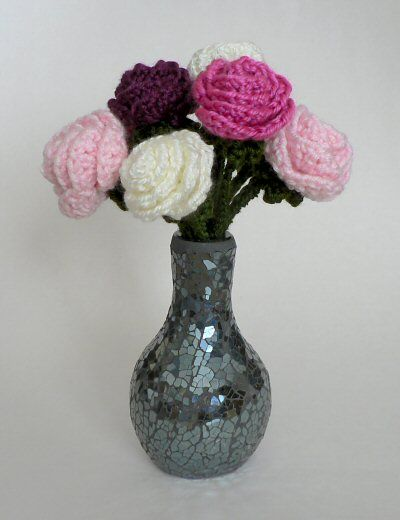 vase of crocheted roses (free pattern)