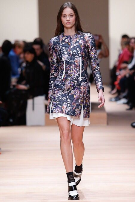 Carven Fall 2015 #carven   #fall2015   #fashion   #parisfashionweek   http://www.bliqx.net/carven-fall-2015/