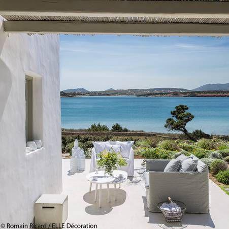 Terrasse bord de mer sur fond de mer eg e et de ciel - Deco terrasse la terrasse de style iles grecques et mediterraneen ...