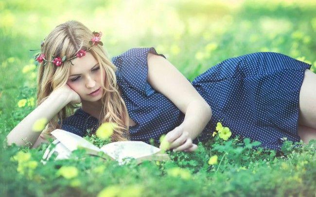 Výsledek obrázku pro reading girl