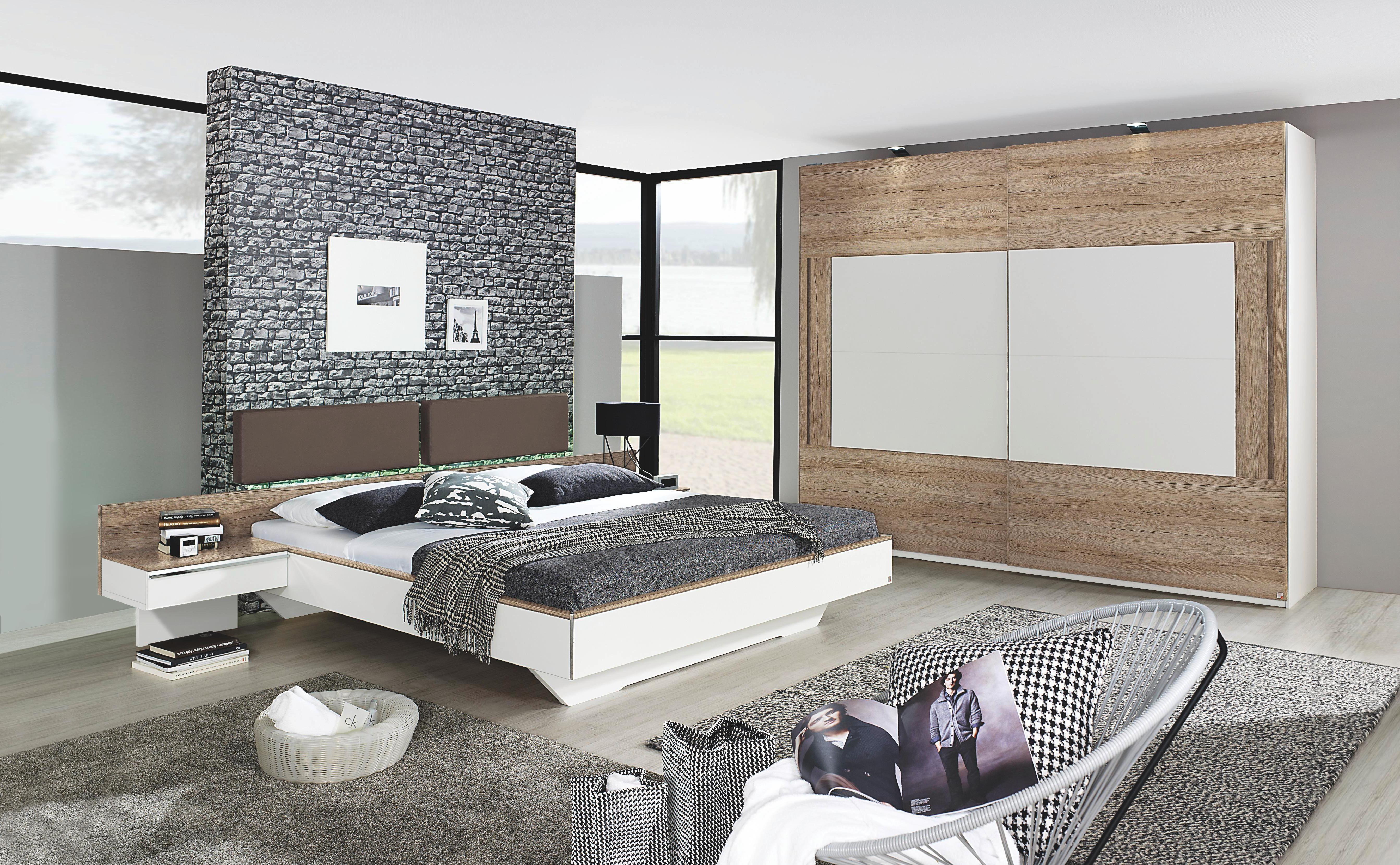 Tolles Schlafzimmer in Weiß und Holzfarben. Angenehme