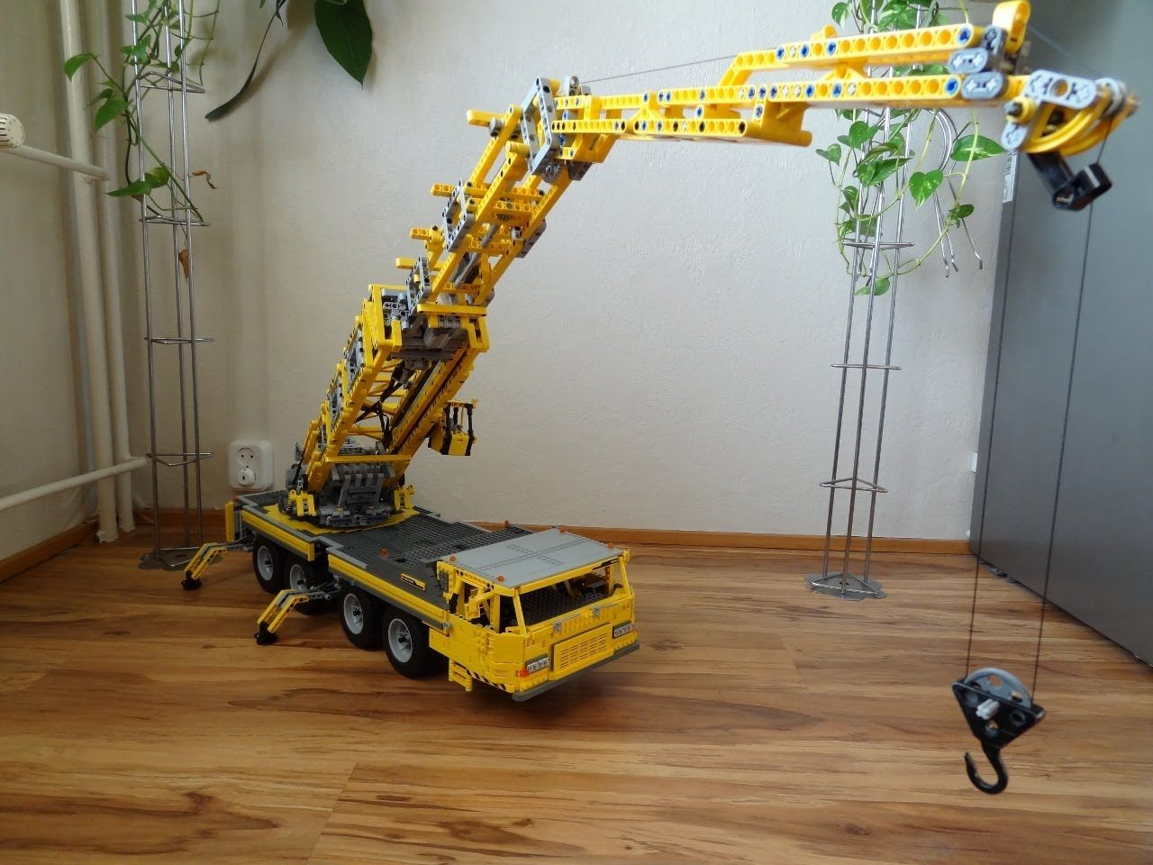 lego big mobile crane 2 motorized lego awesomeness. Black Bedroom Furniture Sets. Home Design Ideas