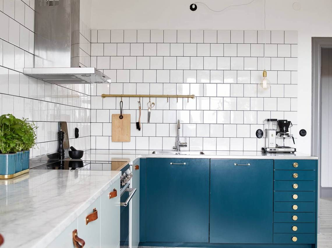 Kitchen in mint and petrol - via cocolapinedesign.com | Küche ...