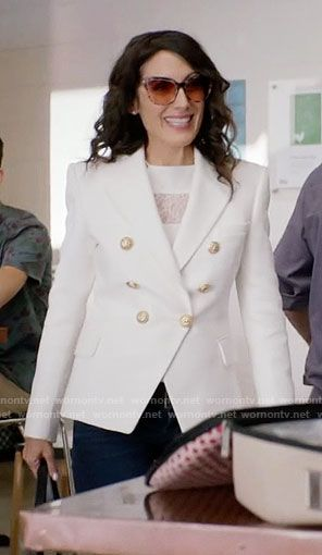 Abby's white double breasted blazer on Girlfriends Guide to Divorce.  Outfit Details: https://wornontv.net/64864/ #GG2D