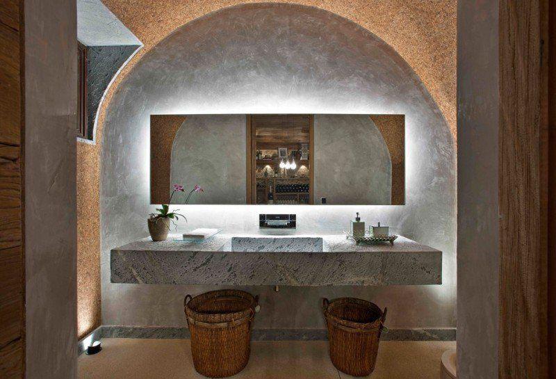 déco salle de bain zen, lavabo en pierre, miroir rectangulaire et décor asiatique