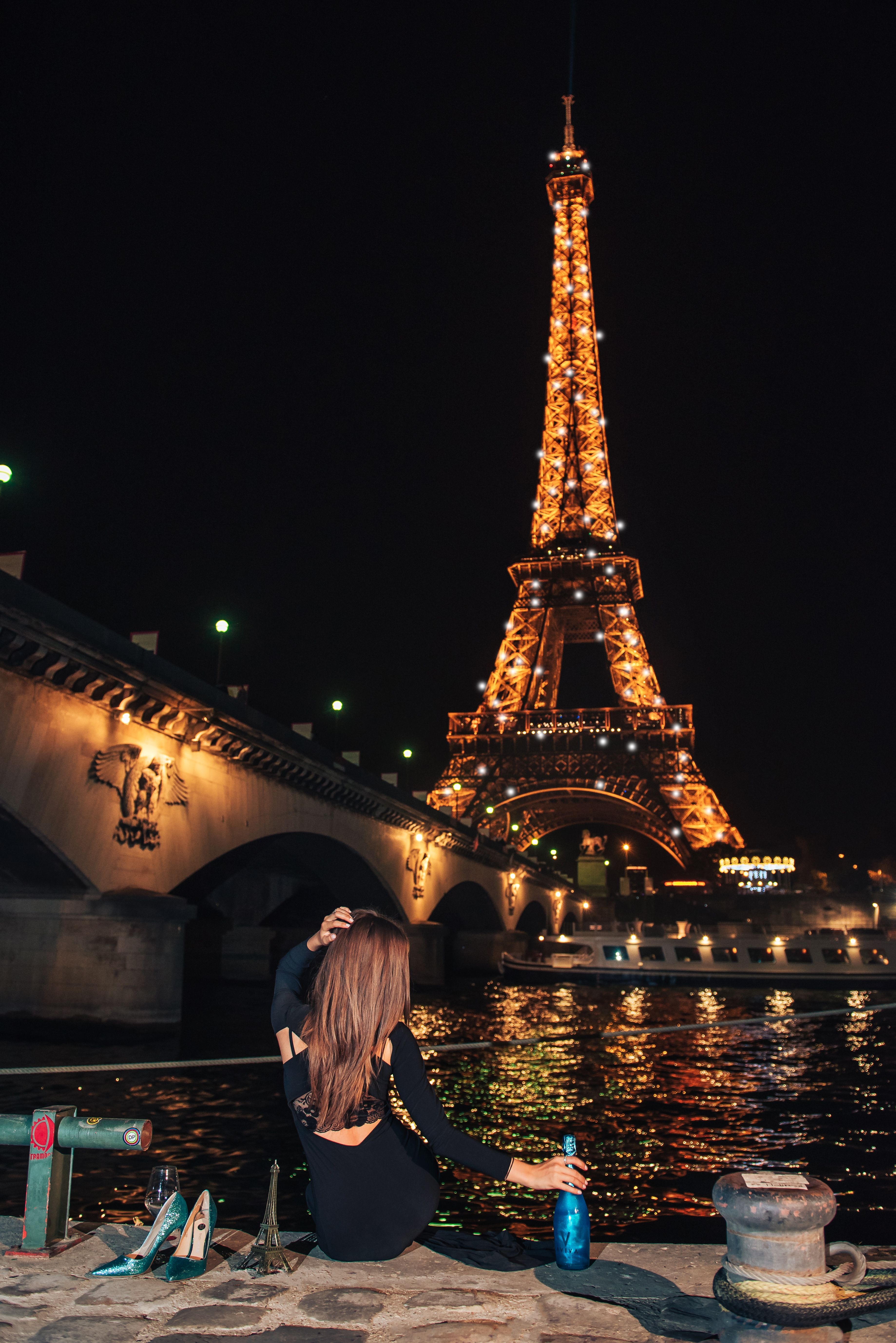 Night Photosession For A Girl In Paris With Parisphotographer Girl In Front Of The Eiffel Tower At Night Wit Paris At Night Eiffel Tower At Night Paris Photos