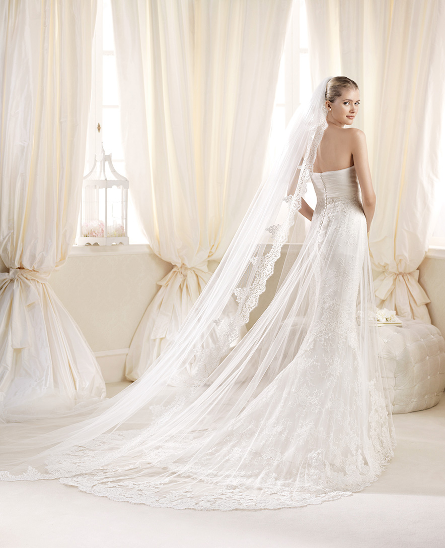 Perfect This is BRAND NEW wedding dress by La Sposa style Denia from the Costura Collection It has never been worn and is in immaculate condition