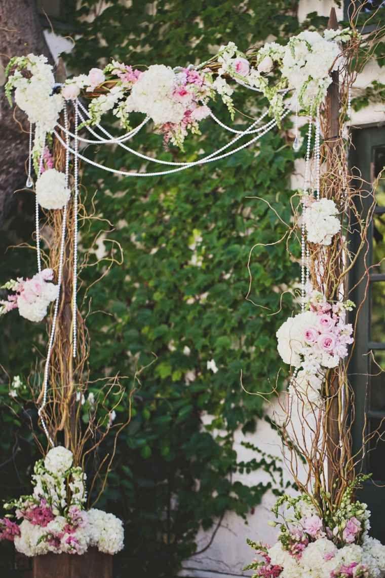 Superbe Comment Faire Une Arche Pour Mariage #4: Arche Mariage Décorée Avec Des Perles Et Des Fleurs