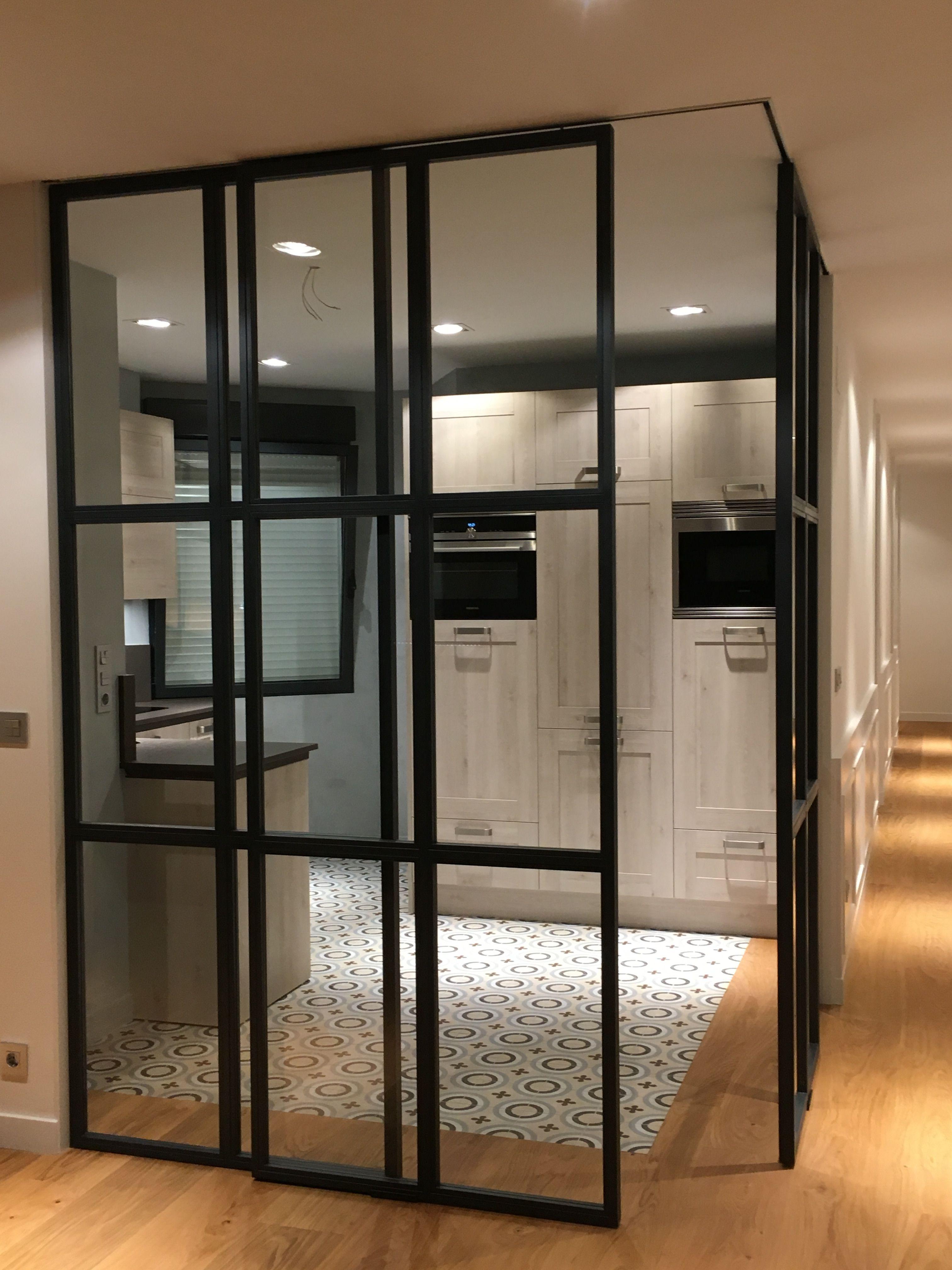 Consejos para elegir los muebles de cocina ateak - Puerta cocina cristal ...