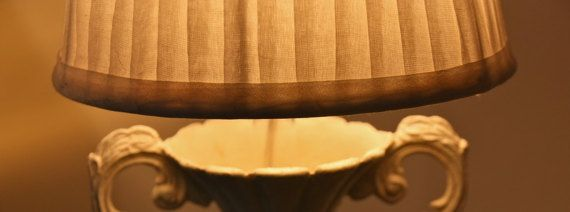 Lampada da tavolo in ottone dipinta a mano di NewVintageWorld