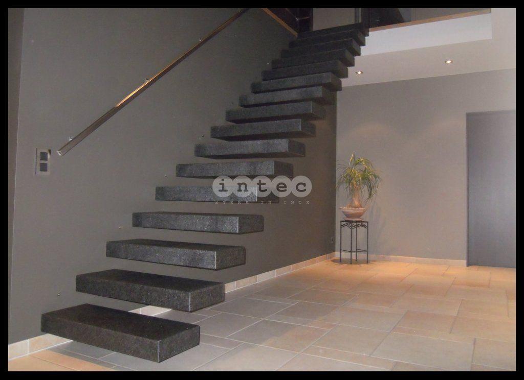 Zwevende trap stenen treden graniet interieur pinterest stenen treden graniet en stenen - Decoratie interieur trap ...