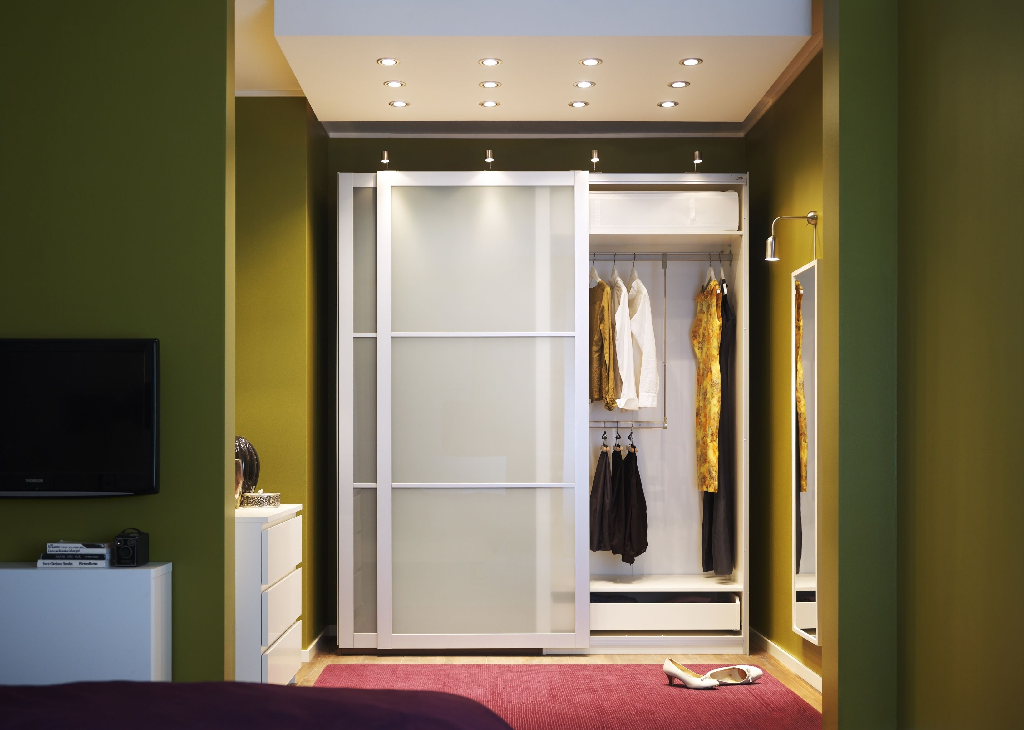 Master bathrooms with built in closets - Drawing Of The Best Way Of Decorating Master Bedroom With Walk In Closet