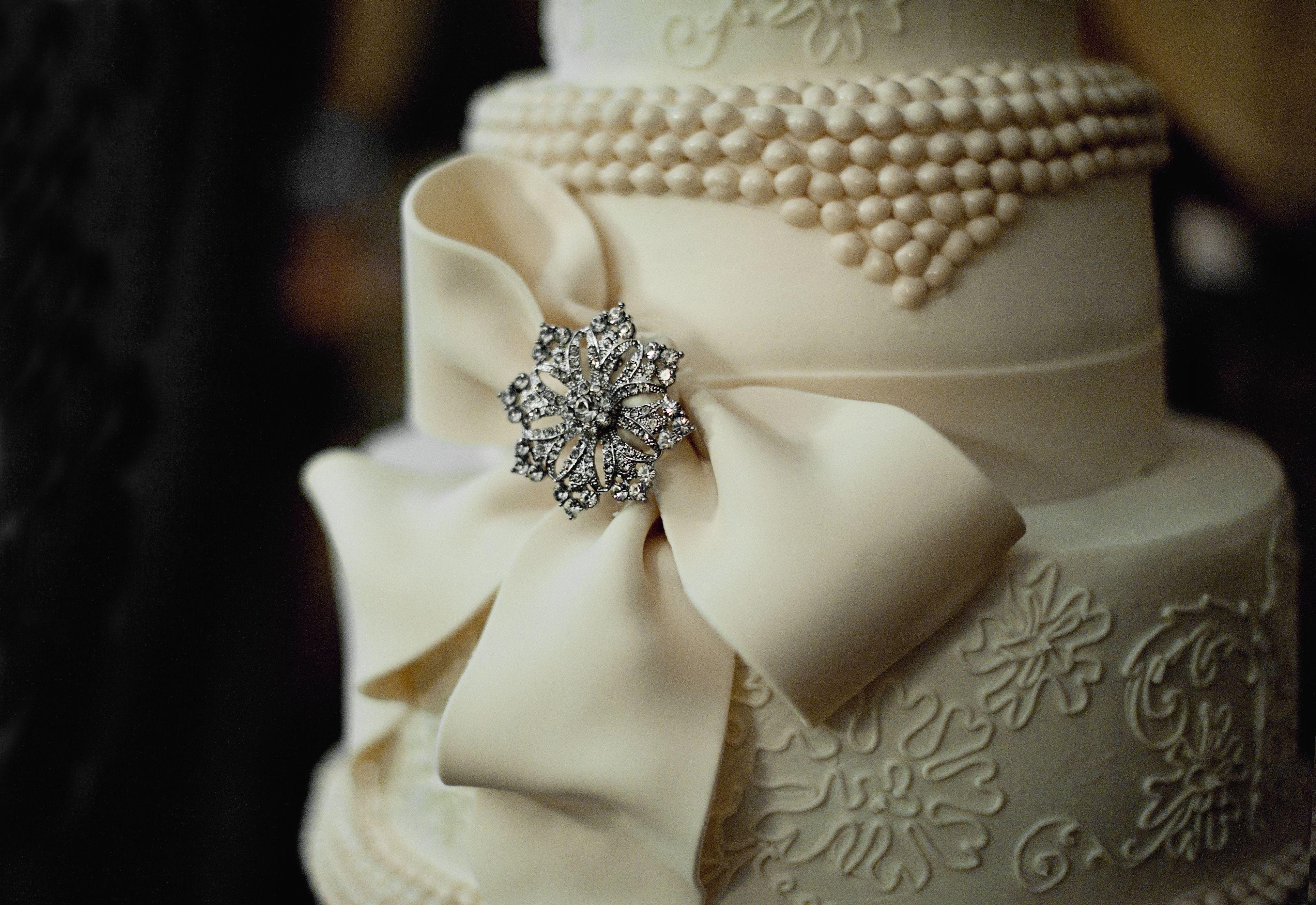 Sparkly Vineyard Wedding Wedding Cake Cake And Weddings - Ivanka Wedding Cake