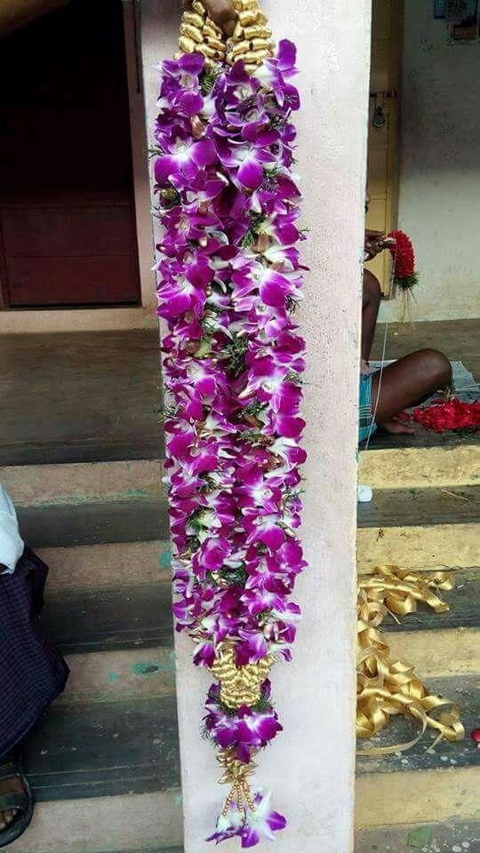 Pin By Amutha Manikanden On Garlands Flower Garland Wedding Garland Wedding Decor Indian Wedding Flowers