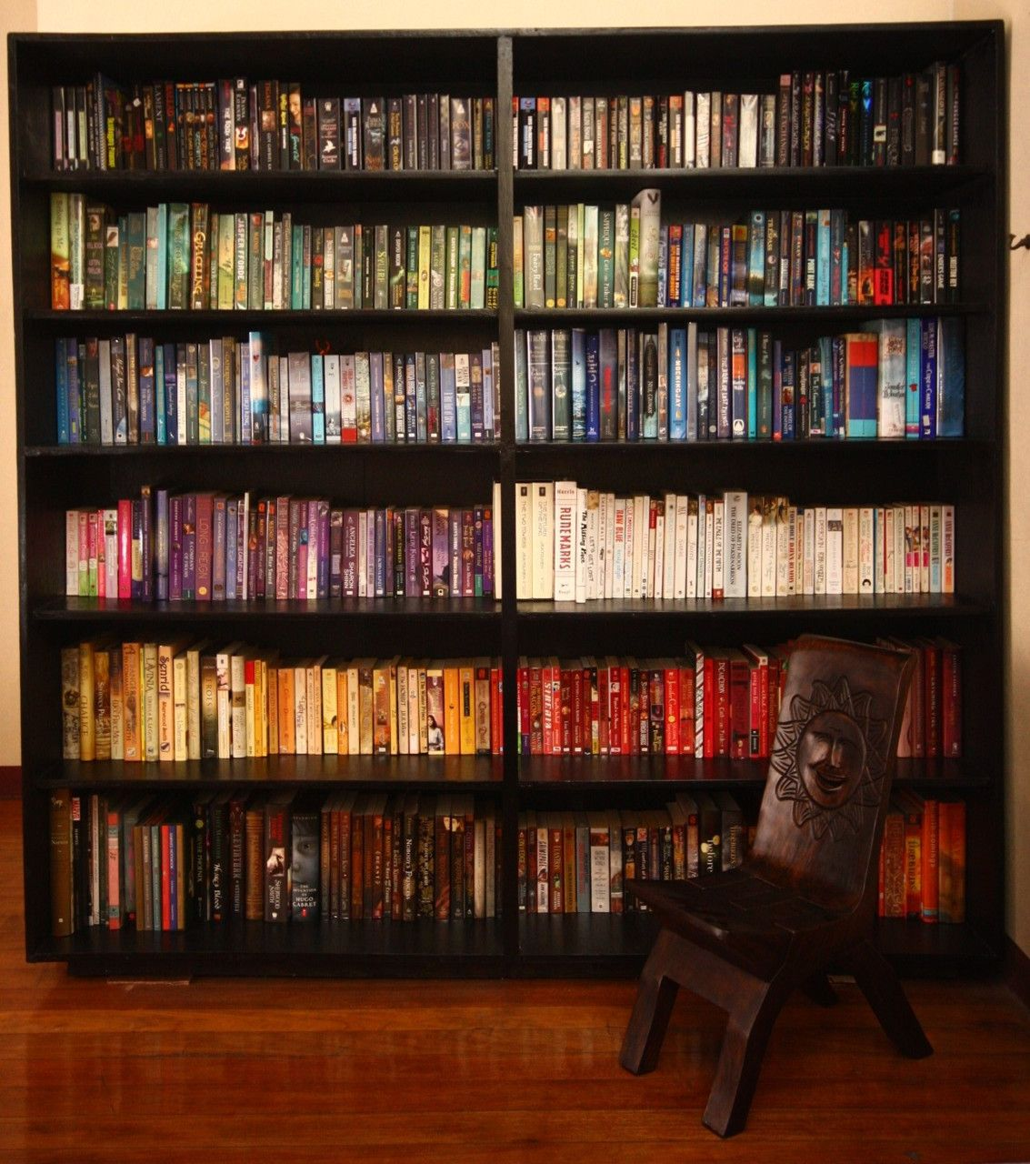 Co colour coordinated bookshelf - Bookshelf Porn 3