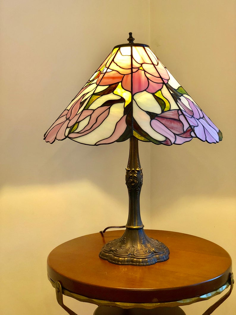 Stained Glass Lamp Flower Vintage Tiffani Desk Lamp Lampshade Etsy In 2020 Stained Glass Lamps Glass Lamp Stained Glass Lamp Shades